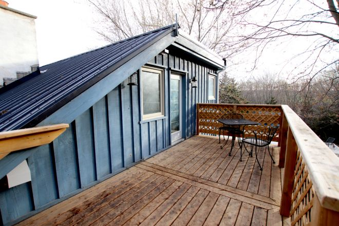 """The Blue Bruce - Bed & Breakfast """"The Cabin"""" Room Patio Access Near St. Jacobs Ontario"""